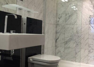 bathroom-shower-calacatta-marble-nero-marquina-flooring