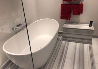 bathroom-bianco-striato-marble