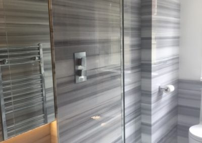 bathroom-bianco-striato-marble-walk-in-shower-wetroom