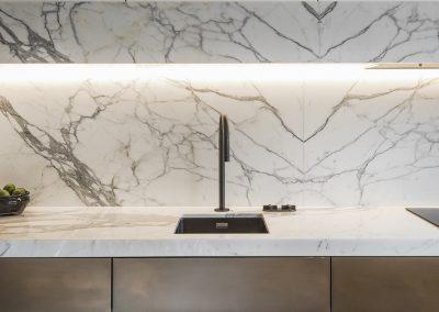 statuary-marble-kitchen-book-matched-island-unit-splashback