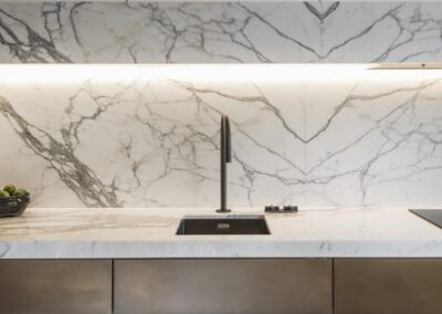 statuary-marble-kitchen-book-matched-island-unit-splashback