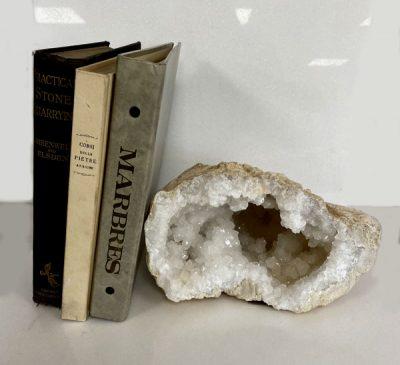 quartz-white-milky-snow-geode-semi-precious-stone
